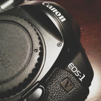 Canon 1V
